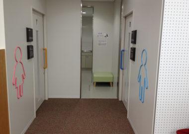 川崎市立中原図書館トイレサイン