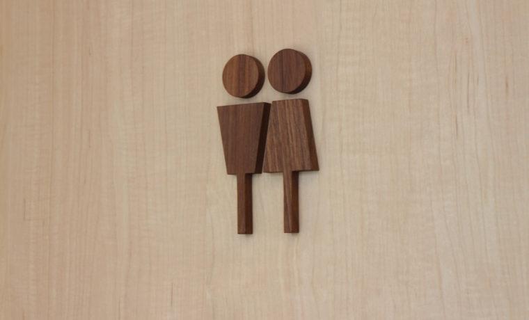 木製トイレ表示