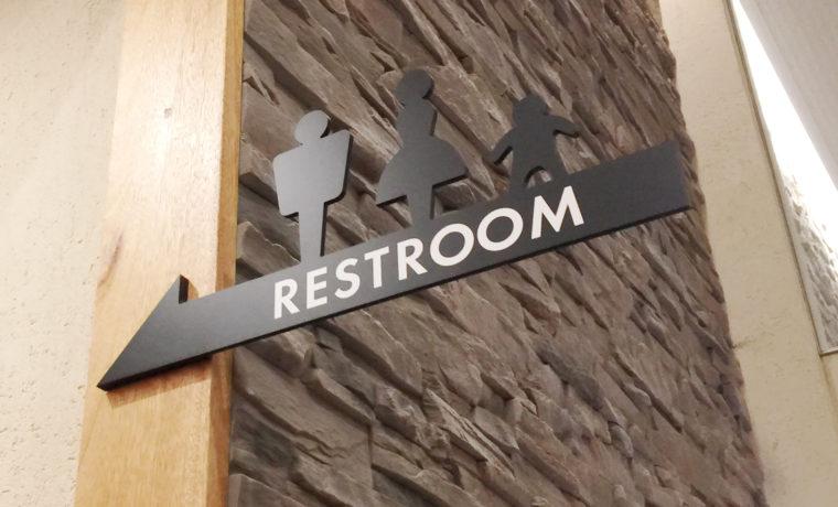 デニーズのトイレ看板